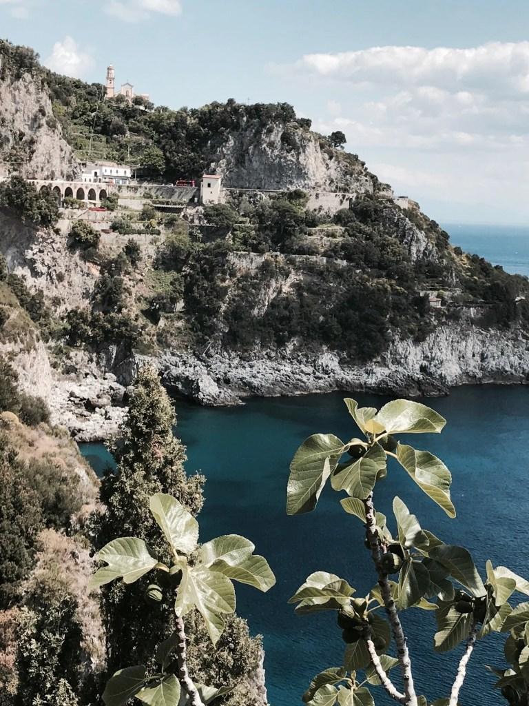 vista su di una Cala in Costiera Amalfitana