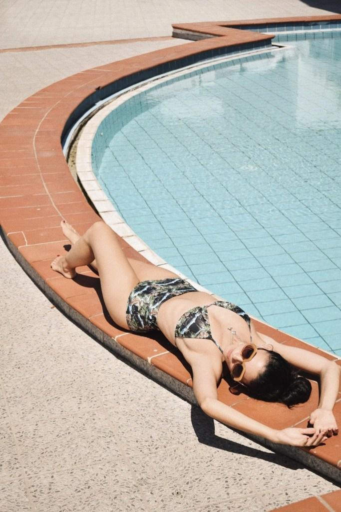 Lavinia Guglielman Relax a bordo piscina al Romantica Hotel di Ischia