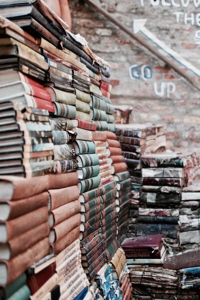 Libri consumati della Libreria dell'acqua alta a Venezia