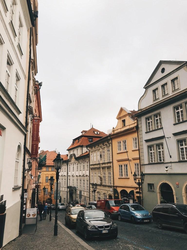 angoli di via Nerudova a Mala Strana a Praga