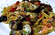 Spaghetti al cartoccio con frutti di mare e Romangia bianco