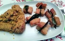 Spiedini di tonno fresco con tranci di tonno fresco in crosta e Rosé Brut Metodo Classico