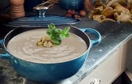 Zuppa vellutata di castagne e funghi con Alto Adige Lago di Caldaro Kalterersee Classico
