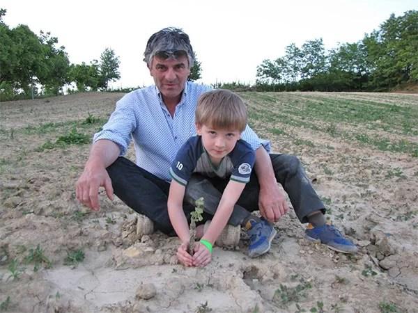 Claudio Mariotto con suo figlio Filippo in vigna