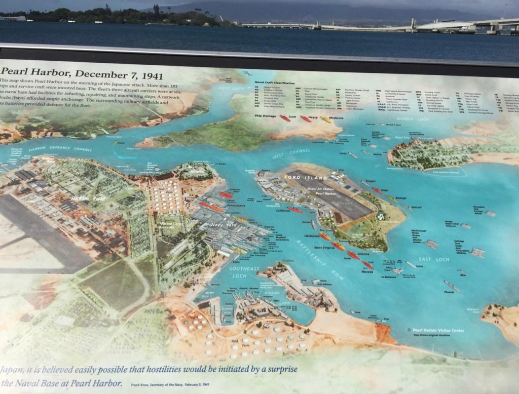 Le Port Pearl Harbor, base de la Flotte Américaine du Pacifique, base détruite par le raid japonais
