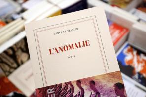 L'ANOMALIE aux Editions Gallimard