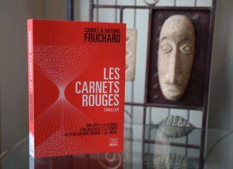 Les Carnets rouges, roman d'anticipation et thriller