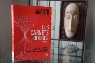Les Carnets rouges, roman d'anticipation et thriller