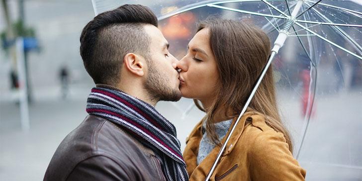 Cosa rivela il tuo modo di baciare sulla tua relazione
