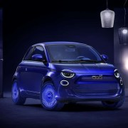 Nasce la nuova Fiat 500 tutta elettrica e Kartell la interpreta con il suo segno creativo