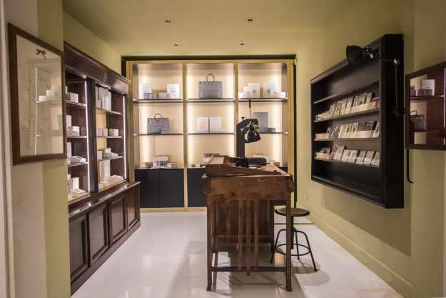 L' interno del nuovo negozio Pineider di via del Leoncino , 25 a Roma