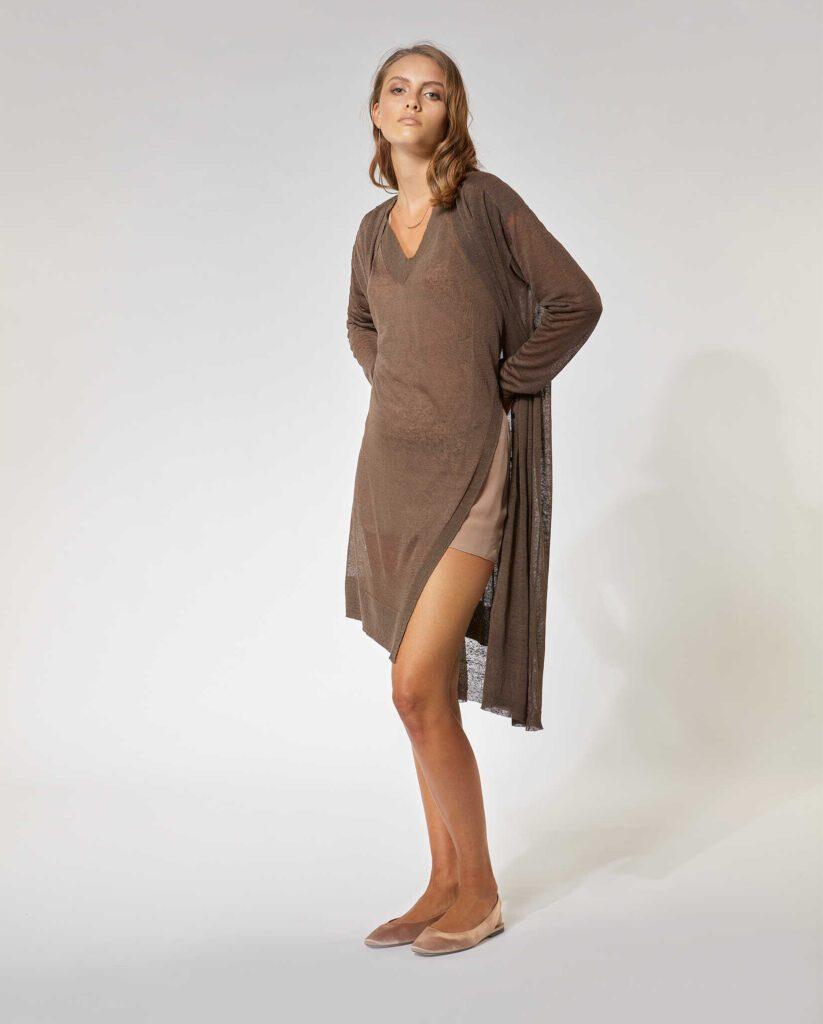 Completo cardigan e gilet-scollo a v in lino stretch marrone terra.