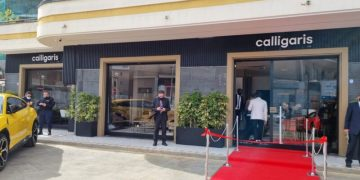 L'esterno del nuovo punto vendita Calligaris ad Aversa (Caserta)