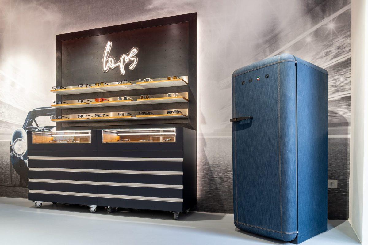 L'iconico frigorifero FAB28 di SMEG rivisitato nella versione Denim da Italia Independent
