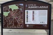 Albano, una cartellonistica turistica molto bella - Peccato per qualche errore evitabile