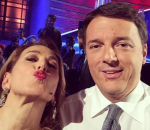 la-selfie-di-matteo-renzi-con-barbara-d-urso