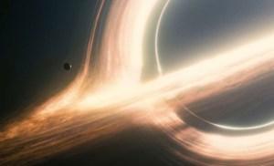 """Gargantua, il buco nero """"protagonista"""" della pellicola."""