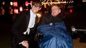 Stephen Hawking in compagnia dell'attore premio Oscar Eddie Redmayne