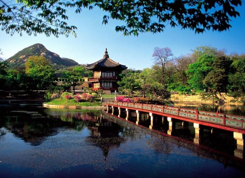 hyangwonjong-pavilion-sul-lago-hyangwonji-a-seoul