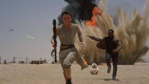 Daisy Ridley e John Boyega interpretano Rey e Finn