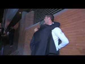 Il leggendario abbraccio con Materazzi la sera del 22 maggio 2010: il simbolo dell'amore dei suoi pretoriani verso di lui
