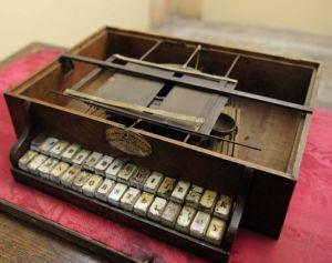 Uno dei diciassette cembalo scrivani esistenti al mondo
