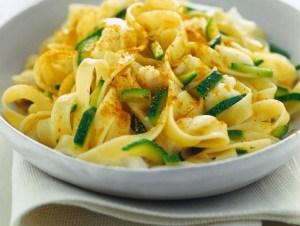 tagliatelle-con-zucchine-e-bottarga-725x545