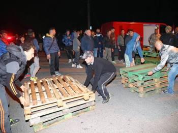 Ad ottobre a Gorino, un piccolo paesino in provincia di Ferrara, un gruppo di cittadini ha bloccato le strade impedendo l'arrivo e quindi l'accoglienza di dodici donne richiedenti asilo.