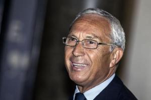 Osvaldo Napoli (1944) è un politico italiano ed ex deputato di Forza Italia. Attualmente è consigliere nella città di Torino