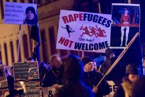 Una dimostrazione anti-migranti organizzata da Pegida a Leipzig