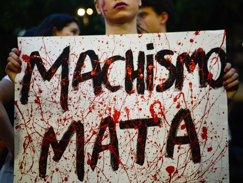 Rio de Janeiro - Mulheres fazem ato contra a cultura do estupro na igreja da Candelária, centro do Rio (Tomaz Silva/Agência Brasil)