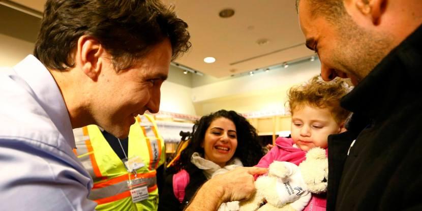 Il premier canadese accoglie alcuni rifugiati.