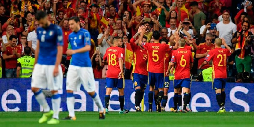 Spain's midfielder Isco (4thR) celebrates with teammates after scoring his second goal during the World Cup 2018 qualifier football match Spain vs Italy at the Santiago Bernabeu stadium in Madrid on September 2, 2017. / AFP PHOTO / GABRIEL BOUYS        (Photo credit should read GABRIEL BOUYS/AFP/Getty Images)