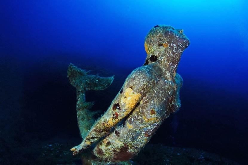 Statua-della-Sirenetta-Plemmirio-Commemorativa-di-Rossana-Maiorca-foto-Elio-Nicosia-2