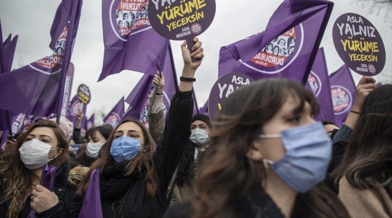 La Turchia esce dalla Convenzione di Istanbul: migliaia di donne in piazza contro Erdogan