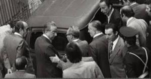 Francesco Cossiga sul luogo del ritrovamento del corpo di Aldo Moro