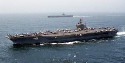 La portaerei USA Dwight D. Eisenhower nel Mediterraneo