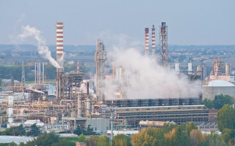 Inquinamento: dopo anni di denunce, sotto sequestro impianti Esso e Isab di Augusta