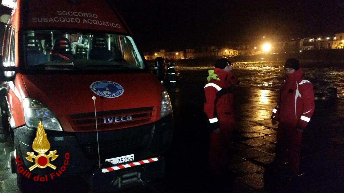 Le prime operazioni di soccorso nella serata del 24 febbraio a Santa Maria La Scala