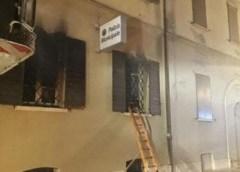 Brucia la sede dei Vigili Urbani di Mirandola, muoiono due persone. Arrestato nordafricano