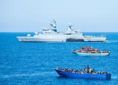 Operazione aeronavale ONU per bloccare traffico d'armi e migranti in Libia