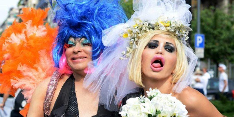 Risultati immagini per carri gay pride con bambini