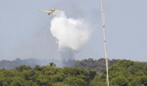 """Maruggio, il fuoco distrugge venti ettari di bosco in località """"Sferracavaddi"""""""