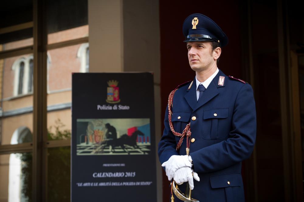 Simona Quaranta Calendario.Il Calendario Della Polizia Di Stato 2015 A Sostegno Dell