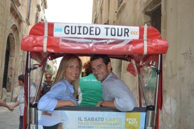 I due conduttori del programma Chiara Giallonardo e Ivan Bocchi