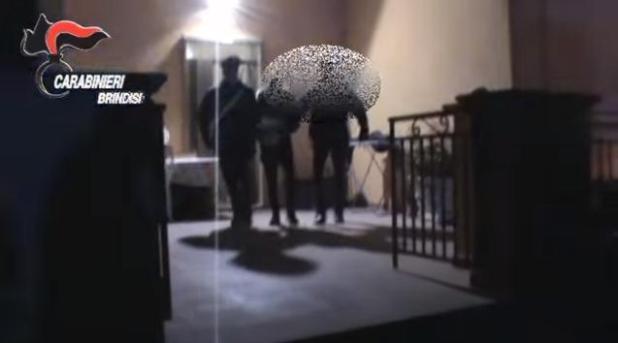 brindisi-operazione-antidroga-carabinieri-bambini-usati-come-nascondiglio