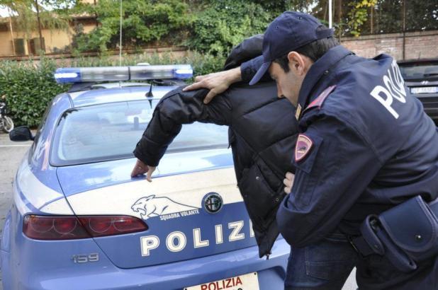 """Sequestrò e rapinò dei minori sul """"Lungomare"""" di Taranto. Arrestato 20enne tarantino"""