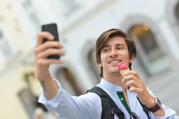Uomini e selfie: sullo sfondo problemi psichiatrici