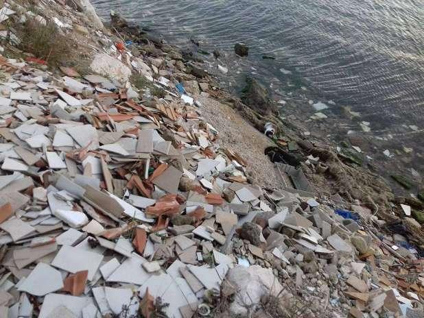 Lentamente muore... il Mar Piccolo, ricettacolo di ogni genere di rifiuti