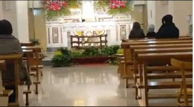 Agnellino prigioniero sull'altare in una chiesa a Latiano. La protesta degli animalisti e il video fa il giro del Web